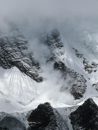 Ice wall of the Tilicho peak, way to the Tilicho lake Stock Photo