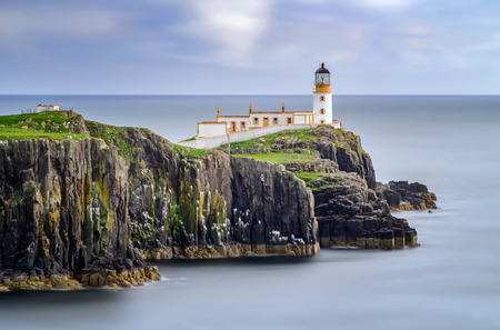 Lighthouse on Neist Point cliffs, Isle of Skye, Scotland 版權商用圖片