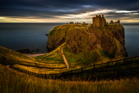 Dunnottar Castle on high cliffs in sunset light, Scotland Stockfoto - 112515145