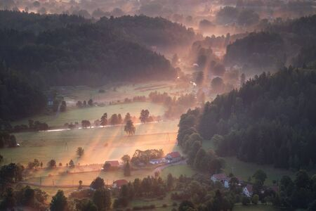 Misty sunrise at Rudawy Janowickie Mountains, Poland Banque d'images