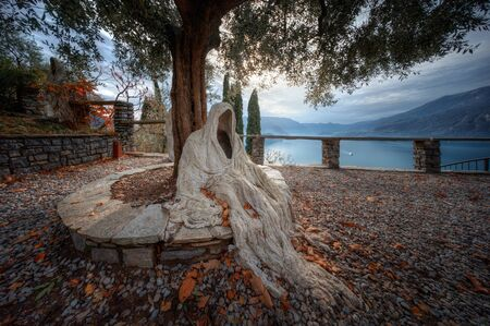 Ghost under tree on Castello di Vezzio at Como Lake, Italy Banque d'images