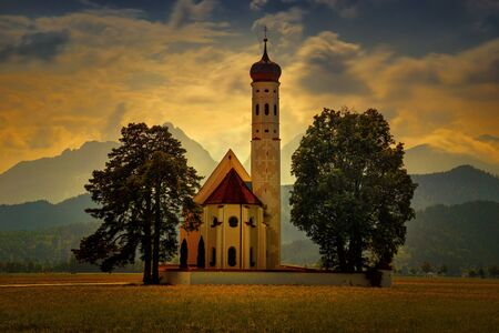 St. Coloman Church in Bavaria with Alps in backgound, Germany Banque d'images