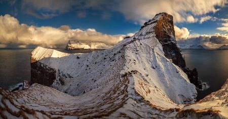 Panorama of Kallur lighthouse on Kalsoy Island at sunny day, Faroe Islands Banque d'images