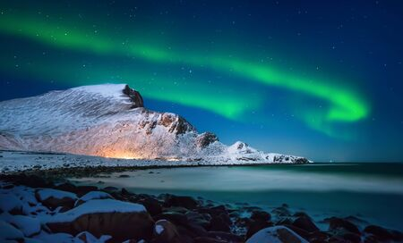 Aurora borealis above Nordlandsnupen mountain, Lofoten Vaeroy, Norway Stockfoto