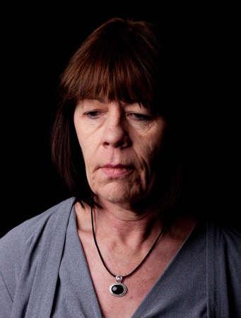 Diese reife Frau ist depressiv geworden. Sie weiß nicht, wann es wieder gehen wird. Standard-Bild - 9103238