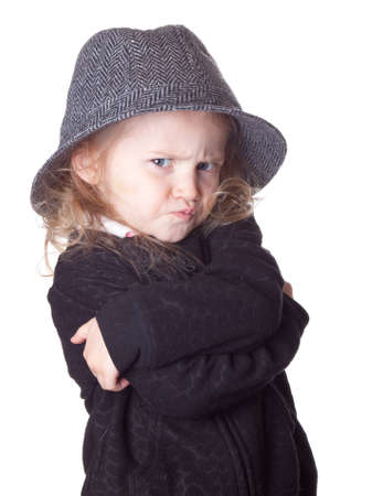 Eine Isolierung auf Weiß eines entzückenden Kindes. Ihre Arme sind gekreuzt. Standard-Bild - 9274797