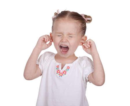 Ein schönes Bild eines jungen Mädchens mit ihren Ohren blockiert und schreien. Standard-Bild - 9373711