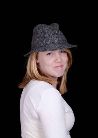 Mädchen; Frau; junge Frau; schwarzer Hintergrund; Hut; Hut halten; Hand auf Hut; ernst; niedlich; Augen; sexy; heiß; Studioaufnahmen; Isolierung; Schönheit; Mode; gestellt; schauend Standard-Bild - 9892909