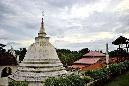 sri lanka temple: Buddhist temple in Sri Lanka