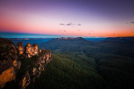 aborigen: paisaje de montaña azul, Australia