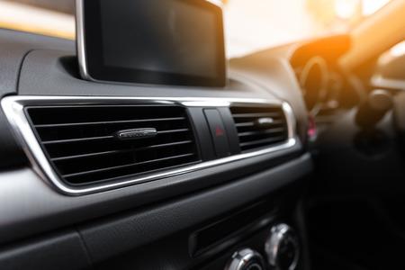 Wnętrze nowoczesnego samochodu, odżywka Autoklimatyzacje