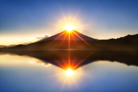 Mount fuji with diamond by lens flare on the top at Lake kawaguchiko,Sunrise Imagens