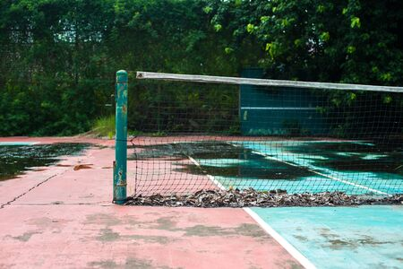 forlorn: Abandoned tennis court, nobody use.