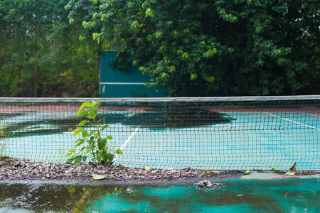 the outmoded: Abandoned tennis court, nobody use.
