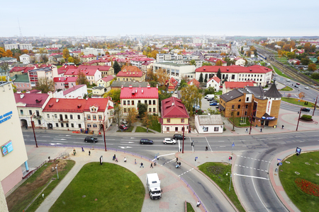 Panoramic view of Grodno, Belarus. The historic city center with red tile roofs in perspective. Standard-Bild