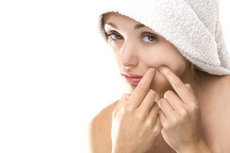 Pimple, place la femme sur la beauté d'un visage blanc serviette Banque d'images