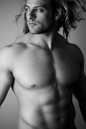 var�n: torso blanco y negro, hombre sexy Foto de archivo