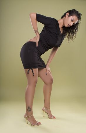 fesses black: robe de glamour sexy mod�le indien portait noir sur fond vert