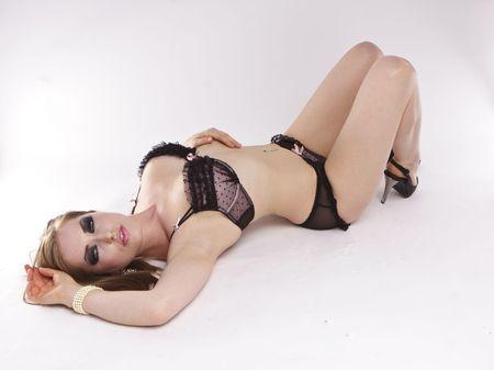 Młoda kobieta sexy w czarnym bielizna.