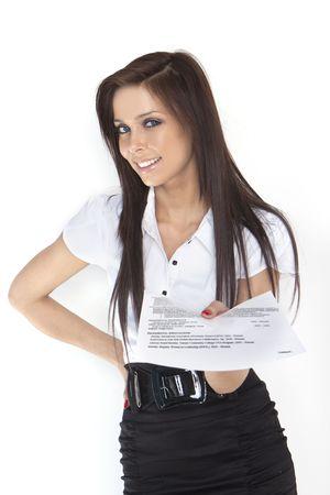 cv: mujer buscando un nuevo trabajo, mostrando su CV,