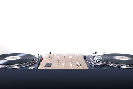 auriculares dj: gram�fono de equipo de DJ y mixete aislados en blanco Foto de archivo