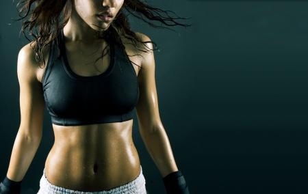 morena sexy: sexy Morena de fitness mujer h�medo despu�s de entrenamiento