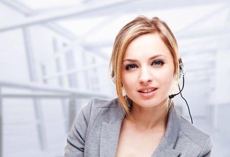 Atrakcyjne Blond Young Woman With A Telephone Headset  Zdjęcie Seryjne