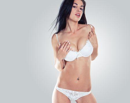 PiÄ™kny i sexy Dziewczynka ma na sobie biaÅ'ego bielizna Zdjęcie Seryjne
