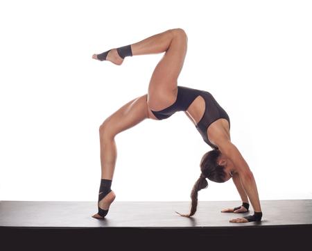 tänzerin: junge und schöne Tänzerin posiert auf weiß Lizenzfreie Bilder