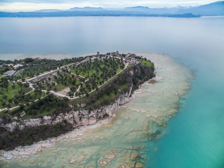 Bella tranquillo lago di Garda, Italia, Blu Costa End
