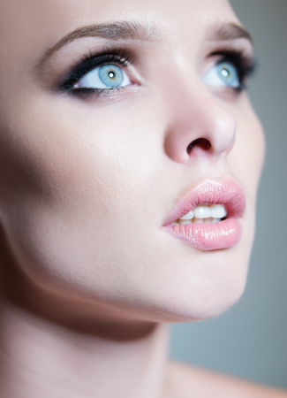 schöne augen: schöne junge Frau mit schönen blauen Augen Lizenzfreie Bilder
