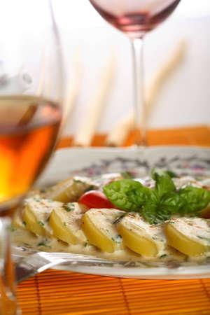 european cuisine: Oven potatoes with herbs