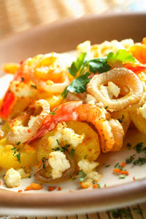 oven potatoes: Shrimps with oven potatoes