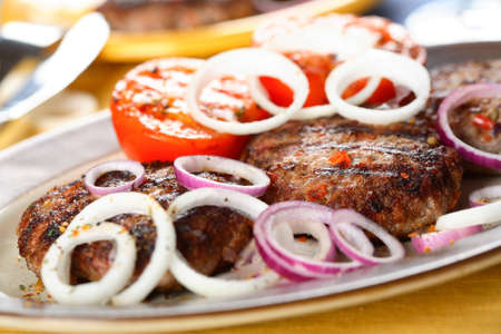 albumen: Oven meat with onion