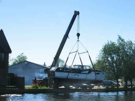 docking: Lifing boat out of water for dry docking