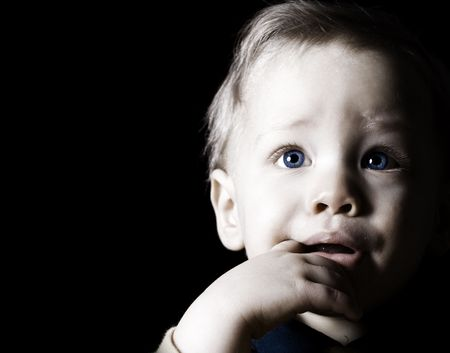 Close-up portret kinderen op zwarte achtergrond Stockfoto