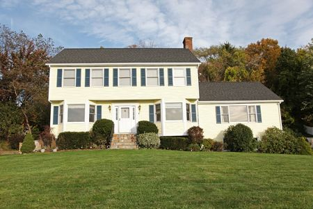 connecticut: Yellow New England Style colonial house