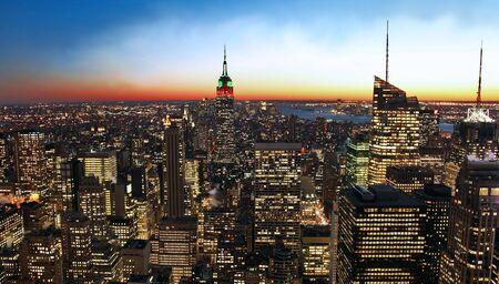 imperium: New York City skyline bij zons ondergang