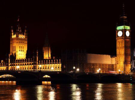 nightime: Inglese alloggi del Parlamento e il Big Ben