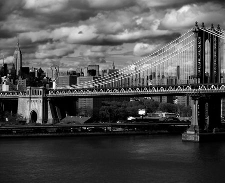old new york: New York city skyline with focus on Manhattan Bridge over the East River Stock Photo