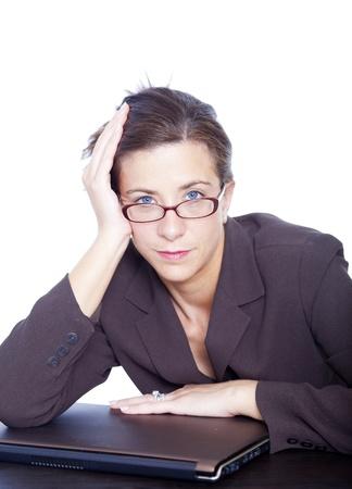 ansiedad: Subray� a empresaria Morena atractiva aislada en blanco