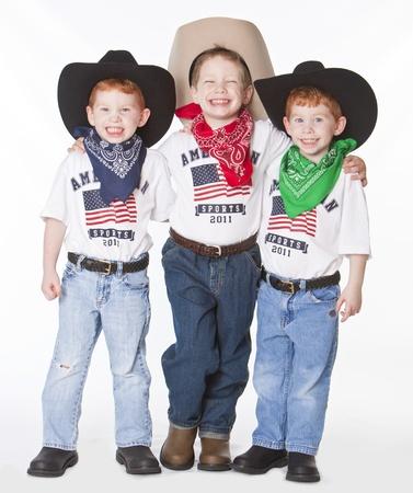 Three boys dressed up as cowboys in studio 免版税图像 - 10538127