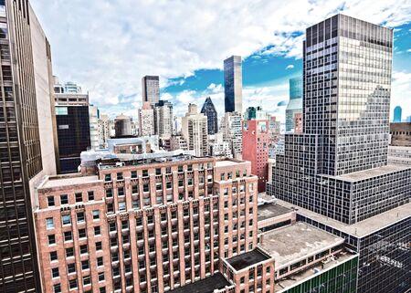 伝統的な赤レンガ マンスリーサービスアパートメント: ニューヨーク マンハッタン高コントラスト ・ カラー 写真素材