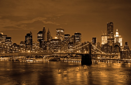 Historic Brooklyn Bridge and lower Manhattan reflected in East River  Archivio Fotografico