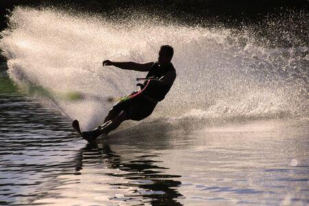 slalom: silhuette wody narciarz Zdjęcie Seryjne