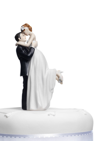 pastel de bodas: La novia y el novio en un pastel de bodas