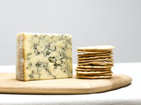 tabla de quesos: Queso y galletas