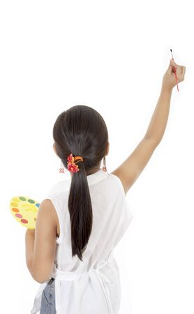 pallette: la tenue d'une jeune fille de pinceau et une palette