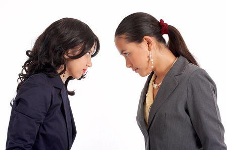 clash: conflicto entre dos atractivas mujeres compa�eros de trabajo