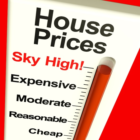 house prices: House Prices High Monitor Showing Expensive Mortgage Cost Stock Photo